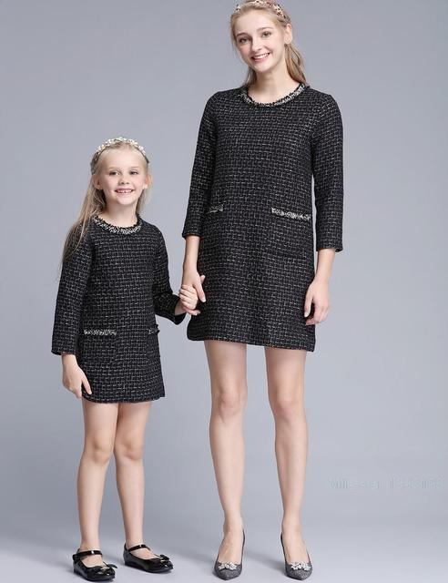 Family Matching Clothes 2016 Autumn Winter Brand European Mother Daughter Dresses Mommy and Girls Party Fashion Family Looks