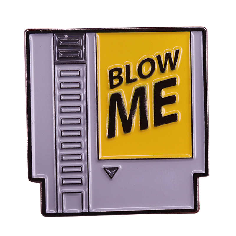 Blow me dello smalto pin retro Nintendo cartuccia spilla divertente gamer regalo 80s video gioco distintivo