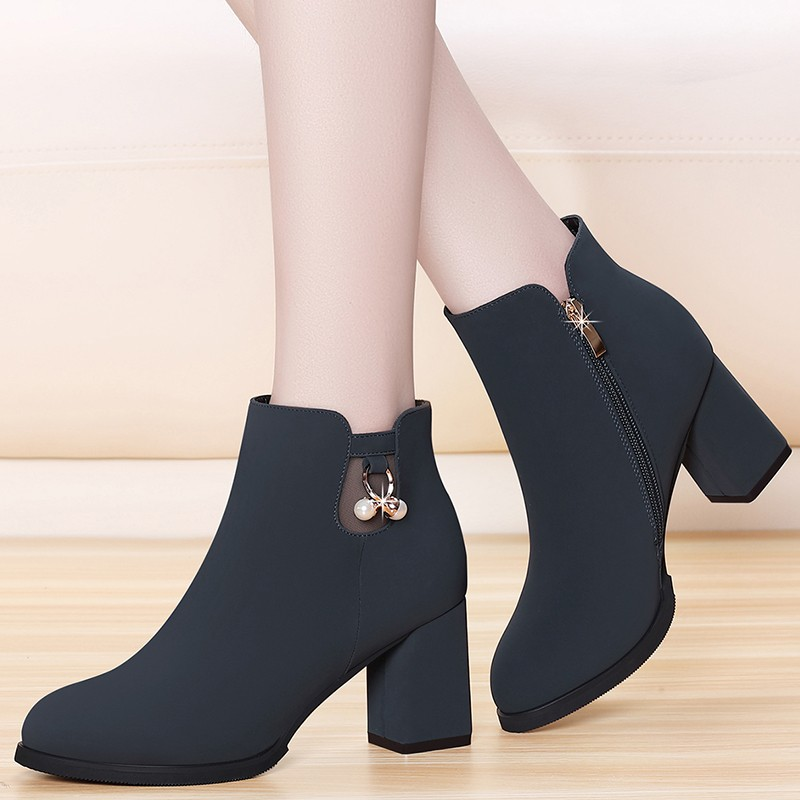 Cow Suede Leather Fashion Martin Boots Female Shoes For Women Adult Casual Ankle Boots Comfortable Short Plush Footwear YG-B0012