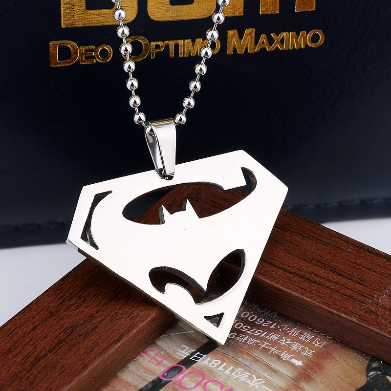 2016 new anime movie Batman VS Superman logo alloy 4.4X3.3CM pendant necklace cartoon accessories long necklace