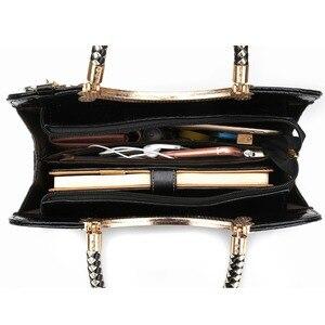 Image 5 - حقيبة يد نسائية من AFKOMST بزخرفة متدلية تصميم أنيق أسود صلب حقيبة كتف بحزام قابلة للضبط ذات مقبض علوي جودة VK1001L