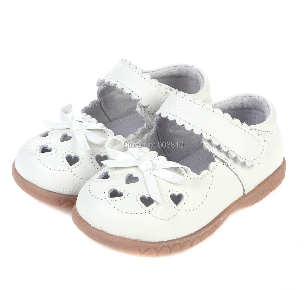 2019 100% Leather Girls Shoes White Mary Jane With Heart Cut-outs Butterfly Love Baby Shoes For Christening Wedding Half Sandal
