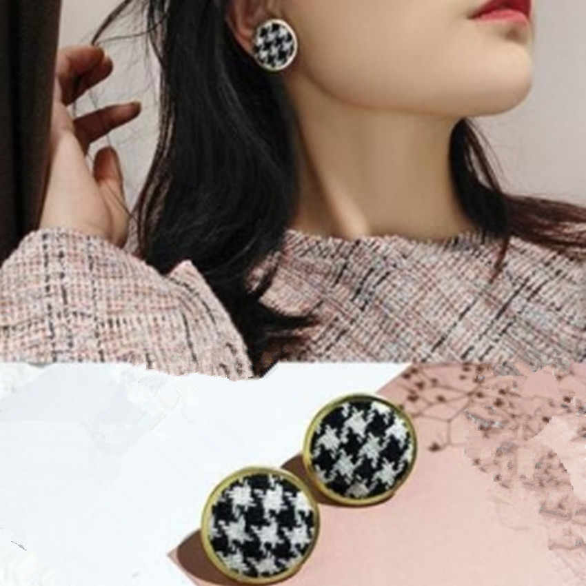 Japan And South Korea Winter Retro Chic Button Plaid Earrings Velvet Round Earrings For Women Christmas Gift Cloth Jewelry