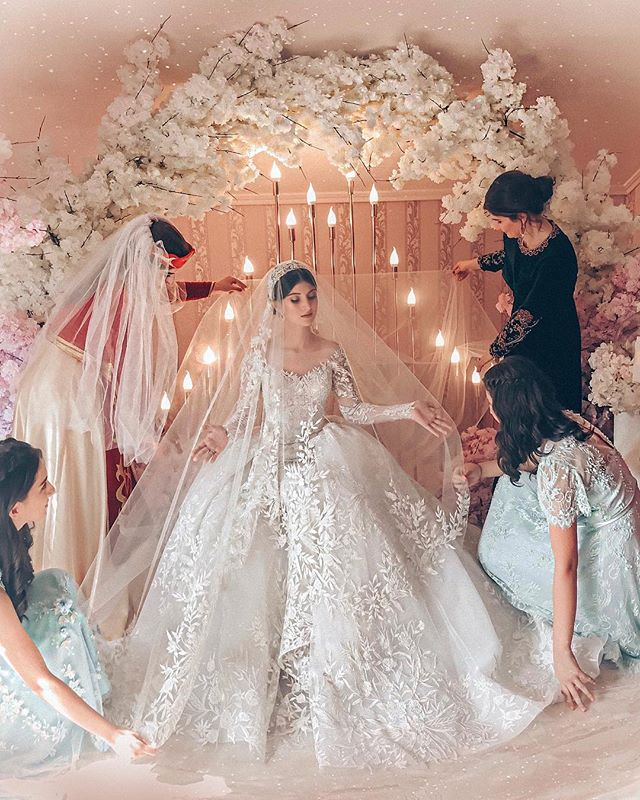 2019 New Arrival Modern European Long Sleeve Wedding Dress
