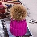 Mujeres de la manera del Invierno De Punto Beanie Sombreros Con 16 cm Real mapache Pompones De Piel Casquillos Del Oído Proteger Causales Sombreros De Piel Para mujeres