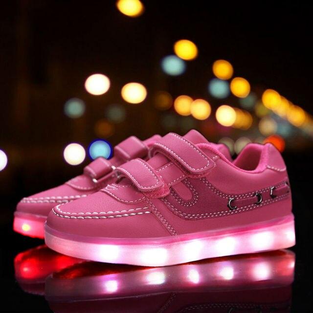 2017 Новый Горячий детские Светящиеся Кроссовки Дети Зарядки Световой Подсветкой LED Lights Shoes Мальчики и Девочки Случайные Плоские Shoes Size25-37