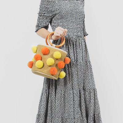 цена New Pompon Women's Straw Hand Bag Shoulder Tote Bag Bucket Summer Beach Bags Women Rattan Bag Braided Bolsa Feminina Portable