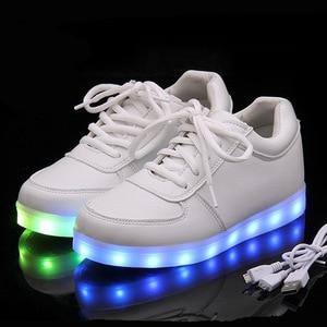 Image 2 - Di alta Qualità Eur Formato 27 42 7 Colori Capretto Luminosi Scarpe Da Ginnastica Incandescente USB Carica Ragazzi LED Scarpe Ragazze Calzature LED Pantofole Bianco