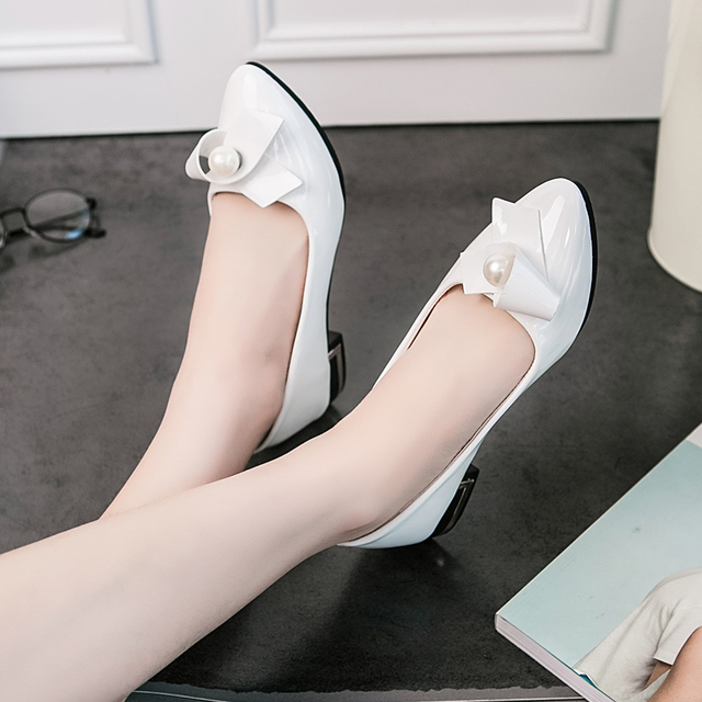 2016 novo Verão Coreano rosa branca pontas pérola chunky alta saltos boca rasa sapatos mulheres PU couro moda sexy simples sapatos