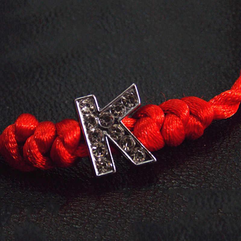Hand Made คริสตัลสีแดง Lucky สร้อยข้อมือใหม่ A-Z แฟชั่น 1PC แฟนของขวัญผู้หญิงแบบเรียบง่าย 26 ตัวอักษร