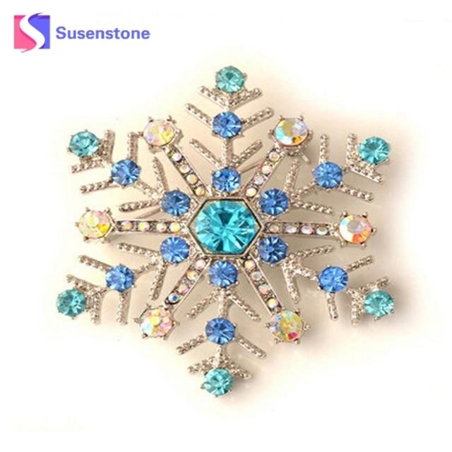 9fca71b9933 Hot 2018 Snowflake Charms Pendants Pins Christmas Brooch Women Brooches Pins  Decoration Xmas Merry Xmas Gifts Hot Sales