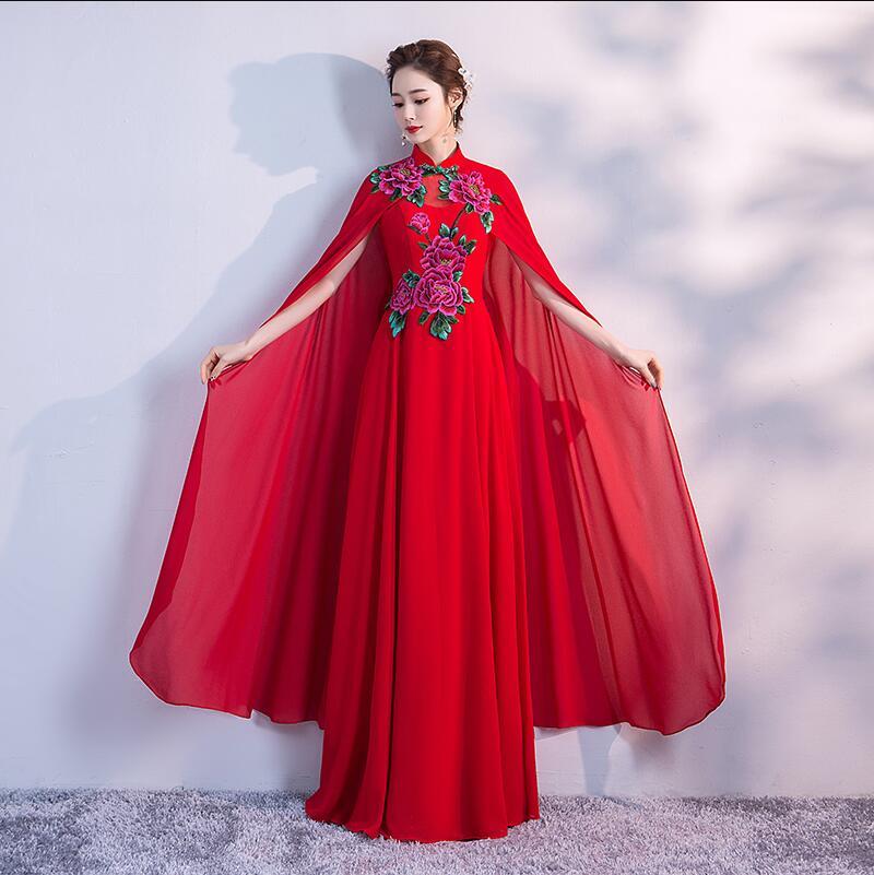 Longue robe chinoise Cheongsam traditionnelle Qipao sirène mariage mariée classique broderie cape