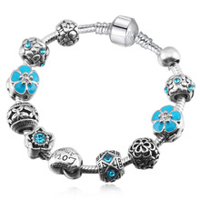 Women's Elegant Charm Bracelet with Floral and Heart Themed Pattern