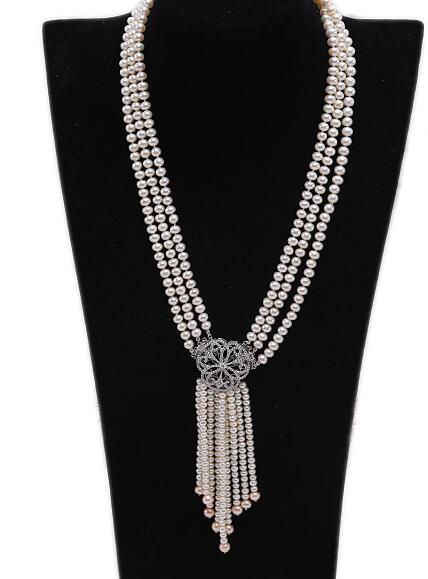 Collier de perles d'eau douce de culture blanche sélectionnée 4.5x6.5mm à trois brins