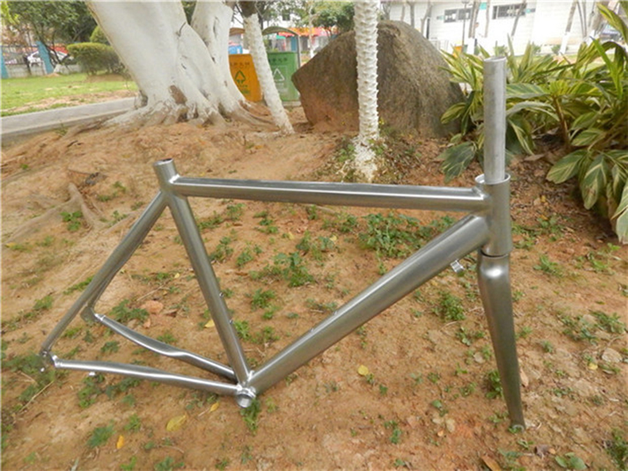 Newest  fixed  frame style Aluminum alloy mountain fixed gear frames bicycle 700C*52CM road bicycle frame V brake MBF003-sliver hot sale road bicycle 2016 newest design 1 piece diy fixed gear bike retro frame plating frametype 700c 52cm free shipping