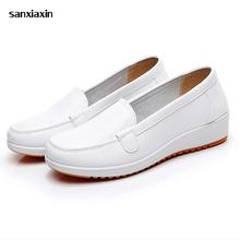 Lekarz pielęgniarki buty letnie miękka podeszwa antypoślizgowe buty wysokiej jakości białe kobiety klinowe szpital medyczny buty robocze oddychające buty tanie tanio Medyczne Wiskoza WOMEN Akcesoria SXX205374 sanxiaxin 34 35 36 37 38 39 40 41 White Medical Nurse shoes High Quality Non-slip Lightweight Shock absorption