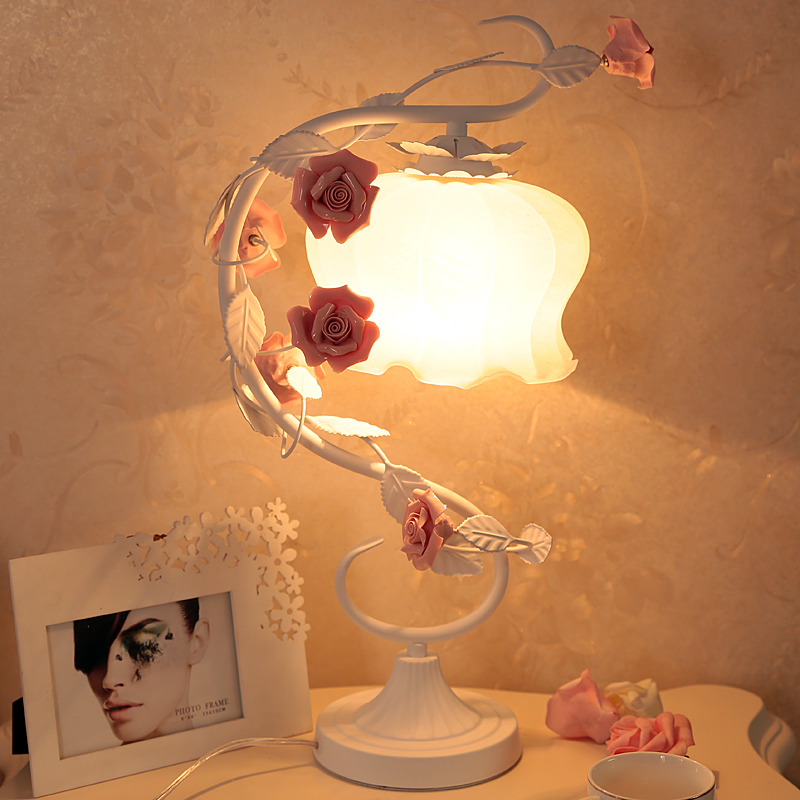 Iron lamp romantic rose garden style bedroom bedside lamp wedding princess wedding gift warm light bedroom bedside lamp european style garden lace wedding celebration cloth decoration gift new red lamp