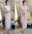 Vintage Schlanke Frauen Lange Qipao Chinesischen Stil Stickerei Blume Cheongsam Elegante Kurzarm Sommer Spitze Kleid Plus Größe XXXL