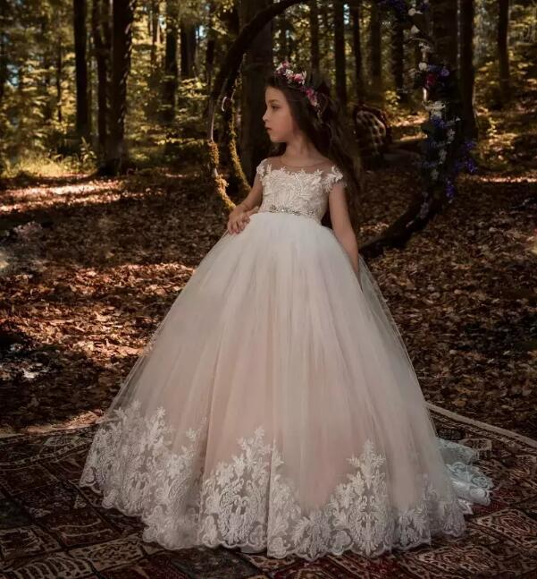 2018 Lovely Light Champagne Flower Girl Dresses with White Lace Appliqued Beaded Sash Girls Pageant Gowns