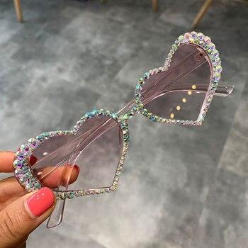 ヴィンテージハートサングラス女性のファッションの高級ラインストーンの装飾キャットアイサングラスメンズ眼鏡 Oculos クリアメガネ