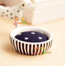 1/12 Scale Miniature Dog Bed Dollhouse Cat Basket Lovely Star Pattern Pets Bed & Pet Accessories