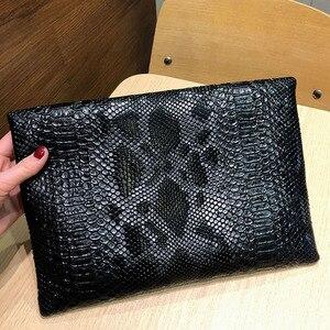 Image 3 - Xmessun Serpentine Clutch Bag Voor Lady Vrouwen Handtas Mode Envelop Tas Feestavond Clutch Tassen Zwart Portemonnee Dag Clutch f47