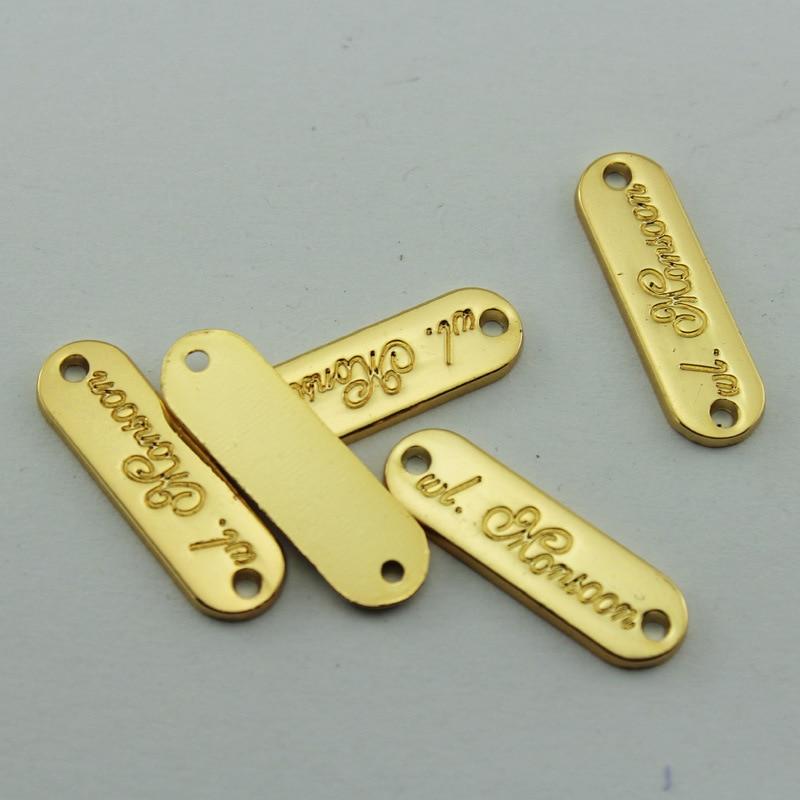 (100pcs / pack) parlaq qızıldan hazırlanan kiçik metal etiketlər, qadın geyimləri üçün xüsusi həkk olunmuş marka loqotipi olan etiketlər