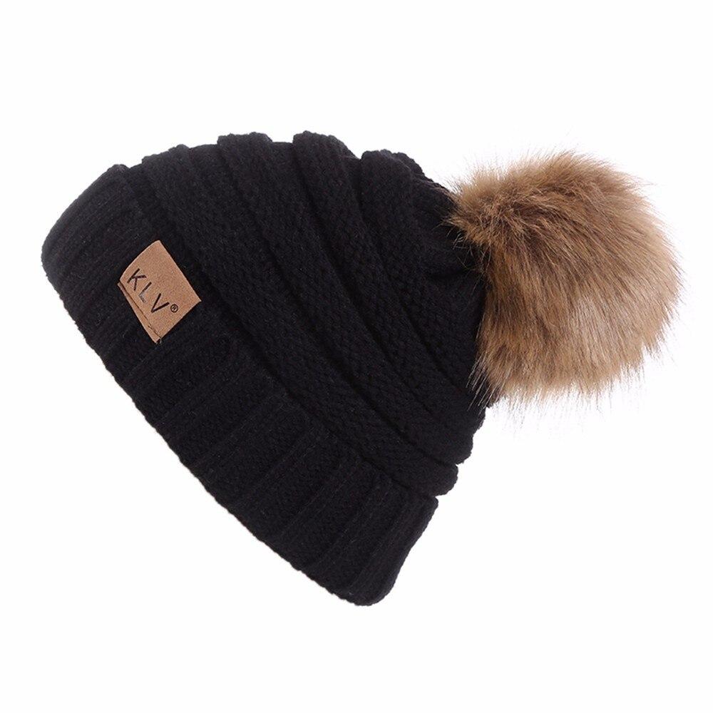 9d6d20e2d Natural Raccoon Fur Pom Poms Hat Female Warm Wool Winter Women's Cap  Knitted Girl Winter Hats 2018 Skullies Beanies