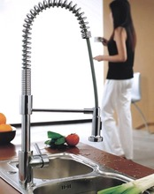 Новая Медь Весна Pull типа холодной и горячей воды коснитесь специальные ведущих вилла смеситель для кухни