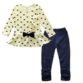 2017 Nova Baby Girl Set Coração Imprimir Bow Bonito 2 PCS. Kid set shirt + Calças Bonito Princesa Crianças Roupas de Bebê Conjunto Roupas ST092
