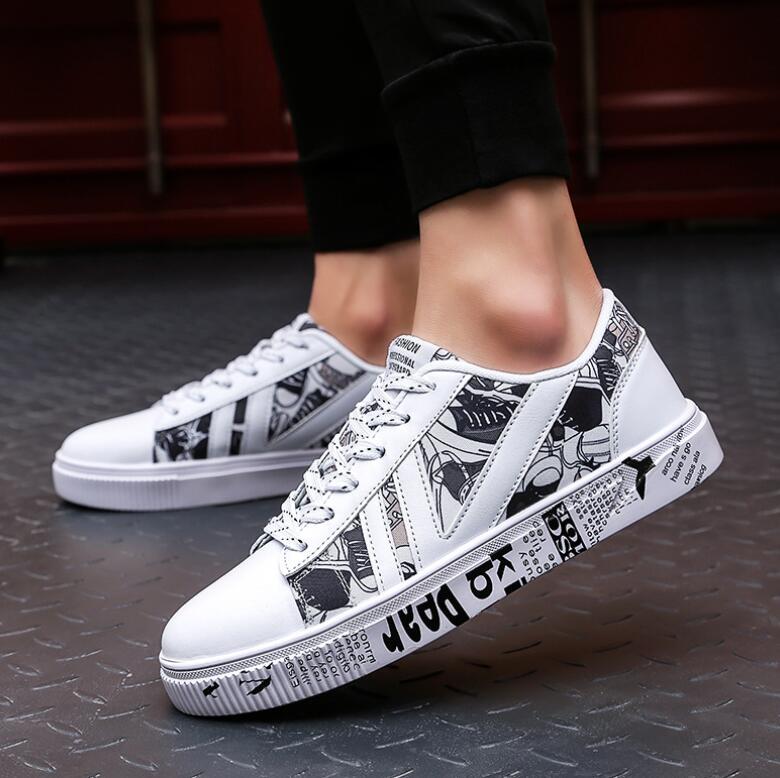 Men Lace Canvas Shoes 2018 Fashion Graffiti West Canvas Light Breathable Men Casual Shoes Men Sneakers Zapatos Hombre Sapatos