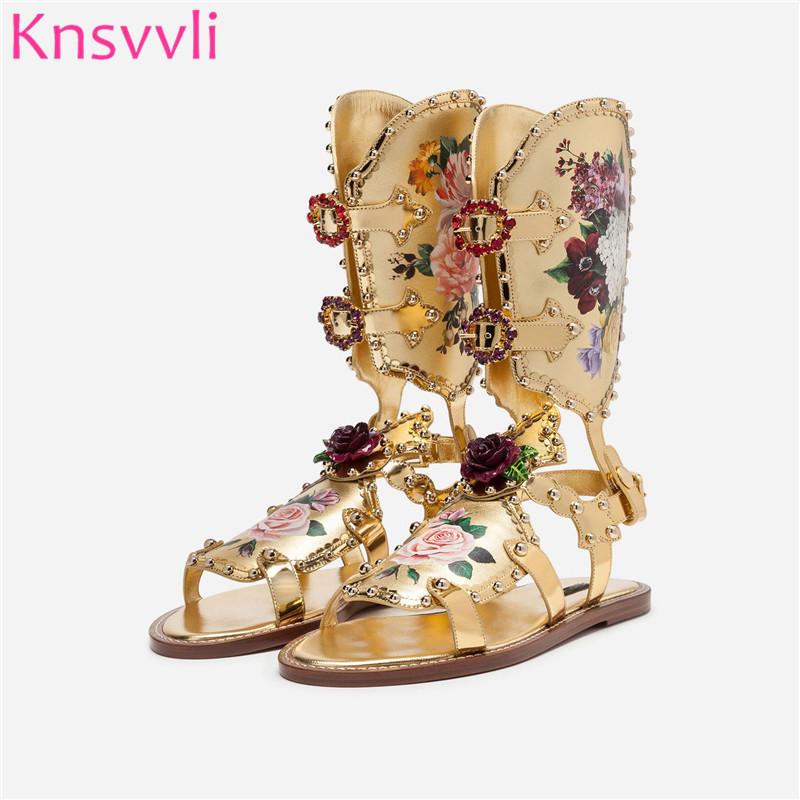 New Gold Rose Flowers Decor Flat Sandals Women Peep Toe Printing Summer Boots Luxurious Rhinestone Rivets Rome Zapatos MujerNew Gold Rose Flowers Decor Flat Sandals Women Peep Toe Printing Summer Boots Luxurious Rhinestone Rivets Rome Zapatos Mujer