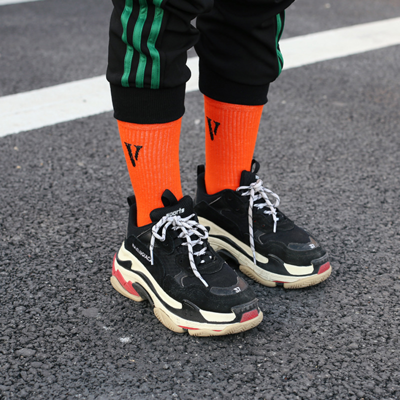 New Fashion Black And Orange Combed Cotton Men Socks European And American Fashion Long Sock Character Letters Casual Socks