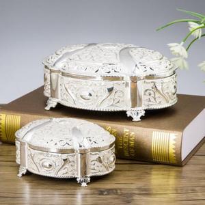 Image 4 - جديد! 2 مقاسات الزفاف هدية مربع قضية المجوهرات سبائك الزنك حلية صناديق معدنية زهرة منحوتة حزمة نزوة هدية عيد