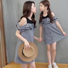 Plaid Mommy and Me Clothes Ruffled Sleeve Mother Daughter Dresses Family Matching Outfits Off Shoulder Mom Girls Dress Look