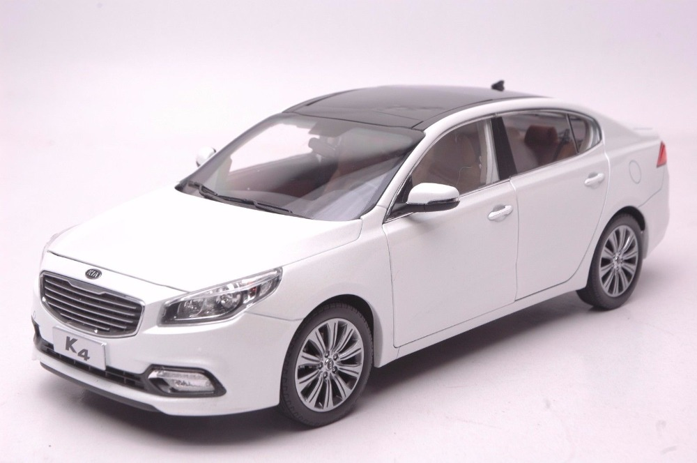 1:18 Diecast Model for Kia K4 2014 White Sedan Alloy Toy Car Miniature Collection Gifts Cerato 1 18 diecast model for buick lacrosse black classic sedan alloy toy car collection gifts
