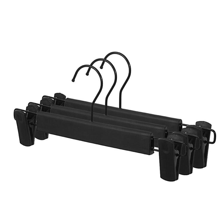 20 gab / partija Hangerlink bieza regulējama melna plastmasas bikses svārku pakaramais ar klipiem, apakšējā pakaramā plaukts apģērbu veikalam