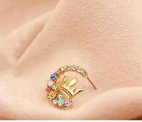 Regalo de fiesta de boda nuevo listado exquisitos pendientes de corona de aleación de cristal de color brillante pendientes de moda femenina