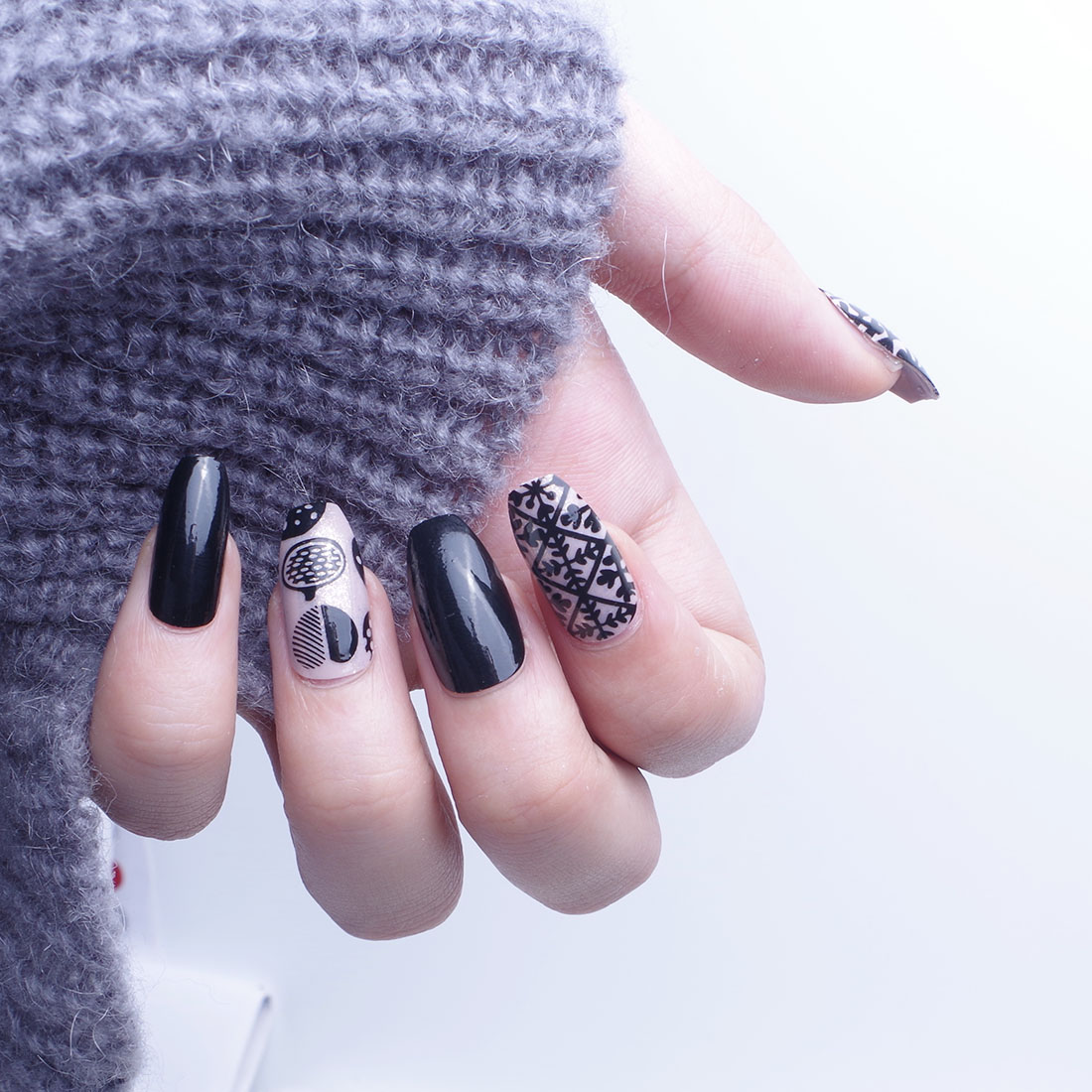 foreverlil 24Pcs Short False Nails Black Frosted Artificial Nail ...