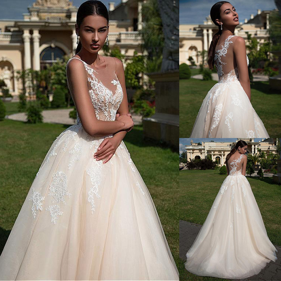 Amazing Tulle  V-neck Wedding Dress With Lace Appliques A-line Champagne Bridal Dress Vestido De Madrinha
