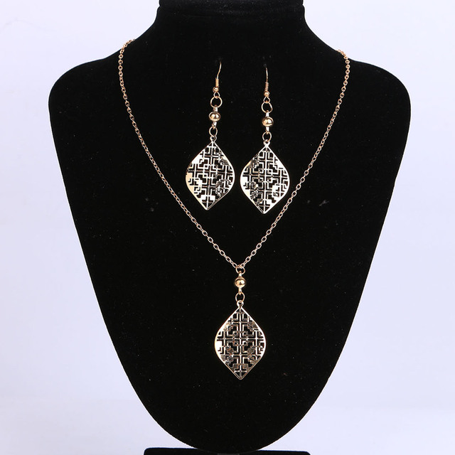 Bridal Jewelry Set Gold Color with Hollow Out Shaped Choker Necklace&Earring Set