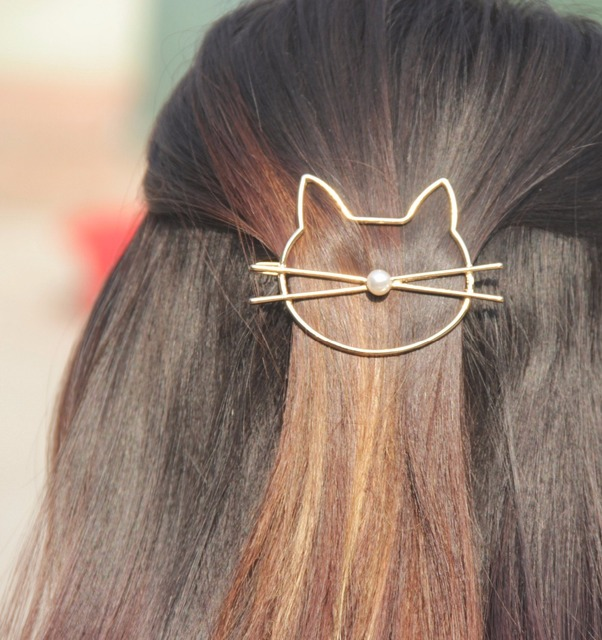 https://ae01.alicdn.com/kf/HTB1rn3LQVXXXXc2XXXXq6xXFXXXN/Fashion-hollow-cute-cat-hair-pin-Imitation-pearl-hairpin-side-clip-hair-accessories-hairpin-headdress-for.jpg_640x640.jpg