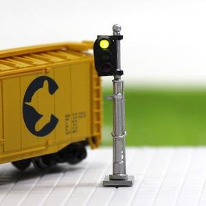 Image 5 - 3 pces modelo ferroviário 1:150 trem sinais 3 luzes bloco sinal n escala prata post com escada 3.5cm verde amarelo vermelho jtd1503gyr