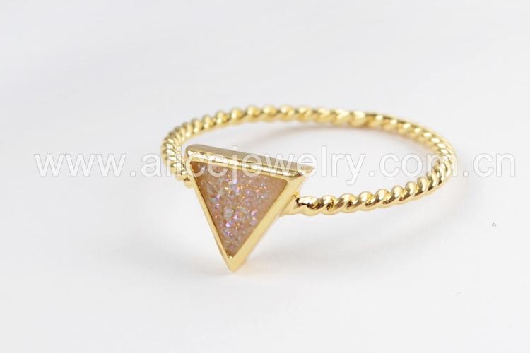 BOROSA 10PCS Gold Color Triangle Rainbow Drusy Rings, Mixed Colors Agates Titanium Rainbow Druzy Bezel Ring Women Jewelry ZG0290 5