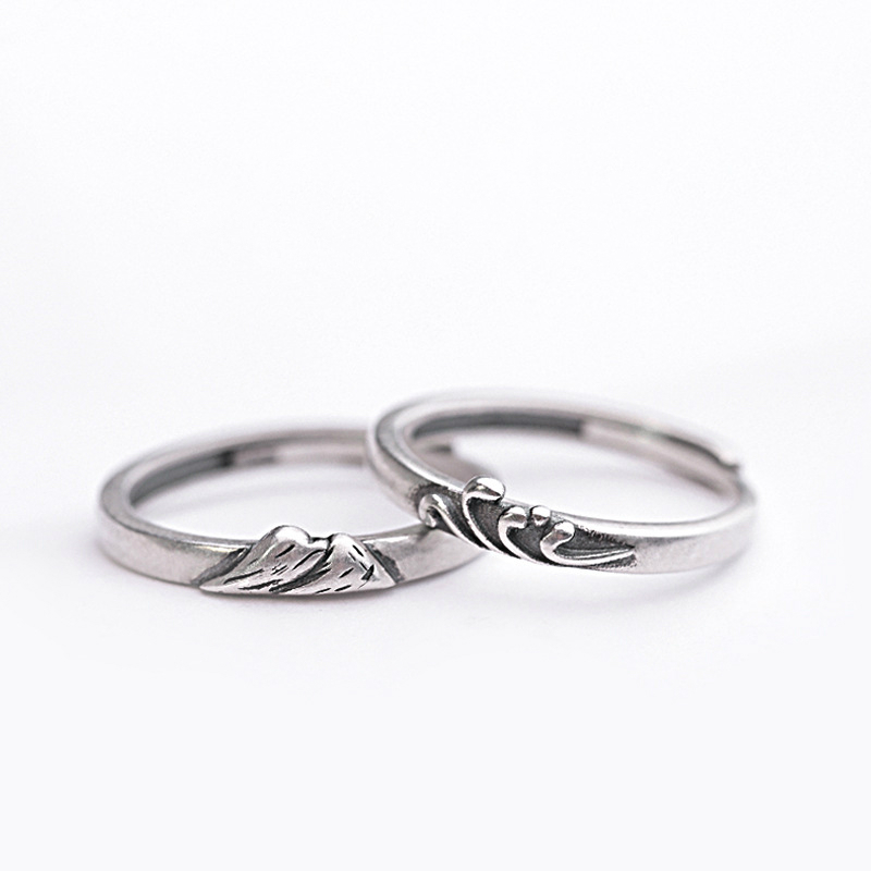 Adjustable vintage style brozne bird charm ring