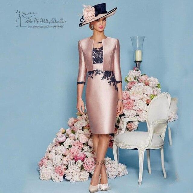 https://ae01.alicdn.com/kf/HTB1roSvNpXXXXXyXXXXq6xXFXXXd/%C3%89l%C3%A9gant-Rose-Noir-Dentelle-Court-M%C3%A8re-de-la-Mari%C3%A9e-Robes-avec-la-Veste-Costumes-pantalons-Satin.jpg_640x640.jpg