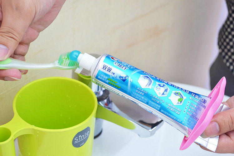 Free Shpping 300 Pcs Sexy Hot Lip Kiss Bathroom Tube Dispenser Toothpaste Cream -7102