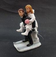 20 TEILE/LOS Großhandel Funny Hochzeitstorte Dekoration/Skifahren Bräutigam tragen Braut Figurine Harz Hochzeitstorte Topper