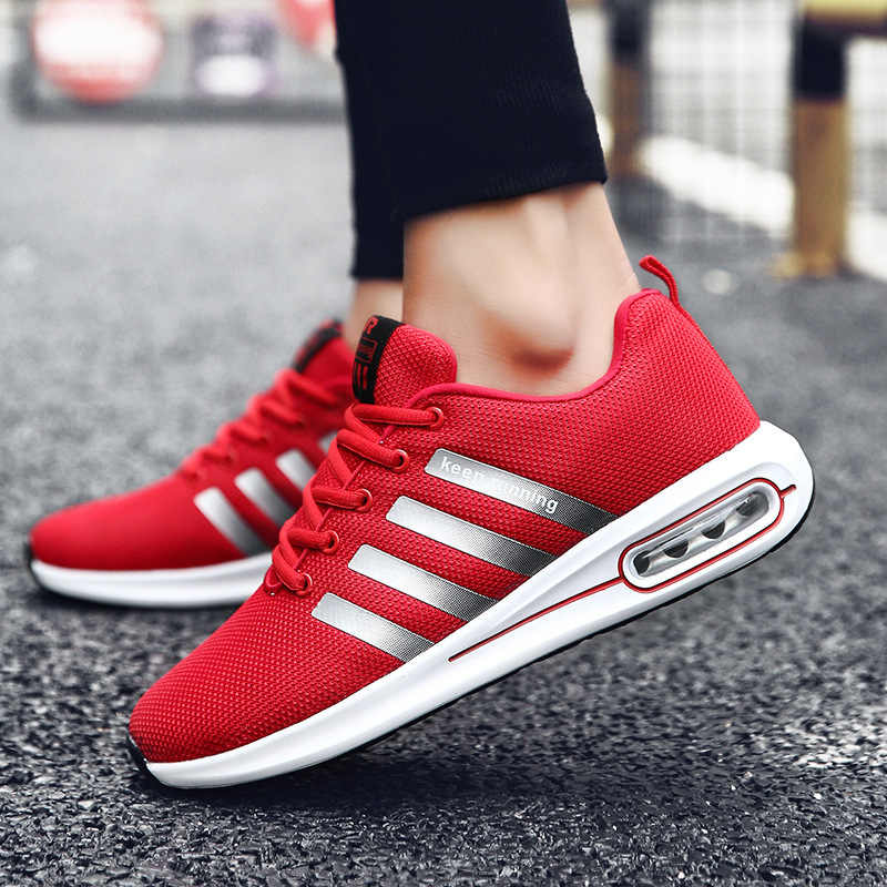 สีสัน Soles ออกแบบใหม่ผู้ชายรองเท้าสบายๆ Breathable Light Mens Loafers แฟชั่น Slip บนสีแดงขับรถ Fly สานรองเท้าชาย