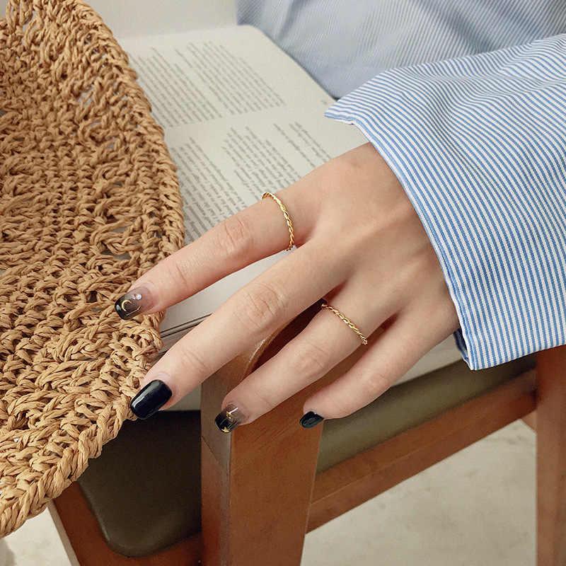 OLOEY ของแท้ 925 แหวนเงินสเตอร์ลิงสำหรับสาวเกาหลีเรียบง่าย INS Minimalist Twist แหวนนิ้วเครื่องประดับ YMR880